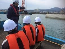 指宿港(沖で捨石投入作業見学)2.JPG